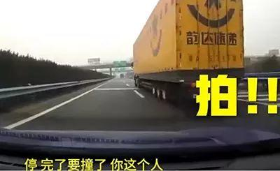 【交警提醒】坐在副驾驶的人 , 请千万不要做这7件事 !